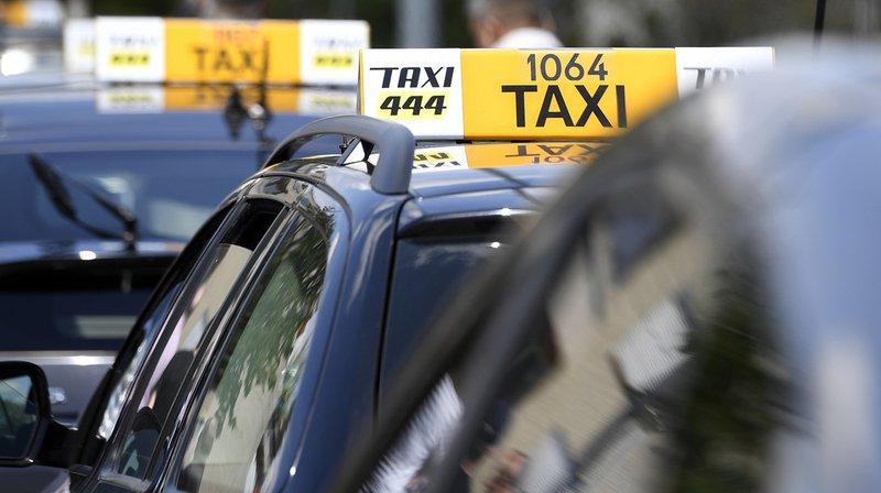 Unchauffeur de taxi et son client sont sortis indemnes d'un accident sur l'autoroute A1 après s'être endormis tous deux à bord de la voiture.