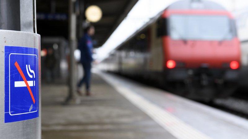 L'interdiction de fumer dans les gares dès juin 2019 concerne aussi l'e-cigarette