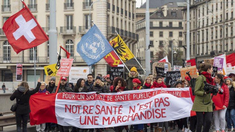 Assurance maladie: des manifestants ont protesté contre la hausse continuelle des primes