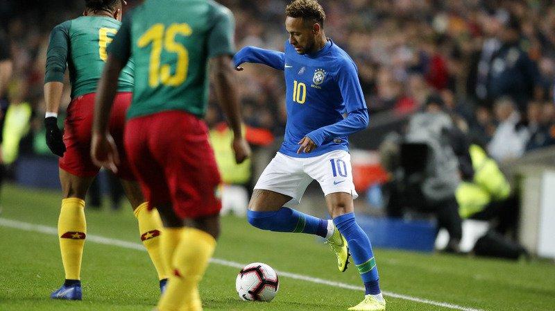 Neymar est sorti du terrain sur blessure après seulement sept minutes de jeu.