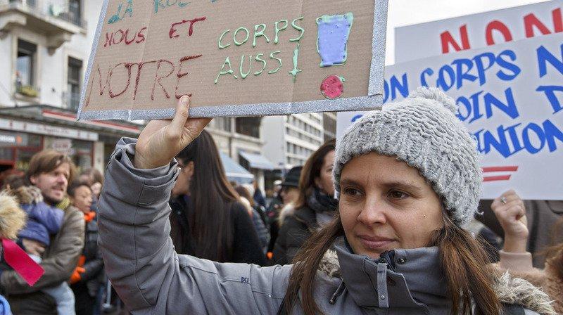 Genève: un millier de personnes au cortège féministe et festif