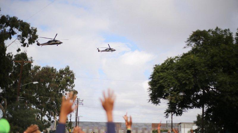Etats-Unis: des centaines de migrants tentent de franchir la frontière américaine
