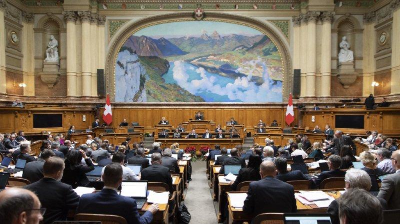 Au cours de quatre sessions réparties dans l'année, le Conseil national et le Conseil des Etats débattent et élaborent des lois.