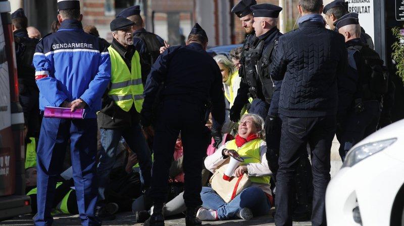 «Gilets jaunes», péril inédit  pour Macron