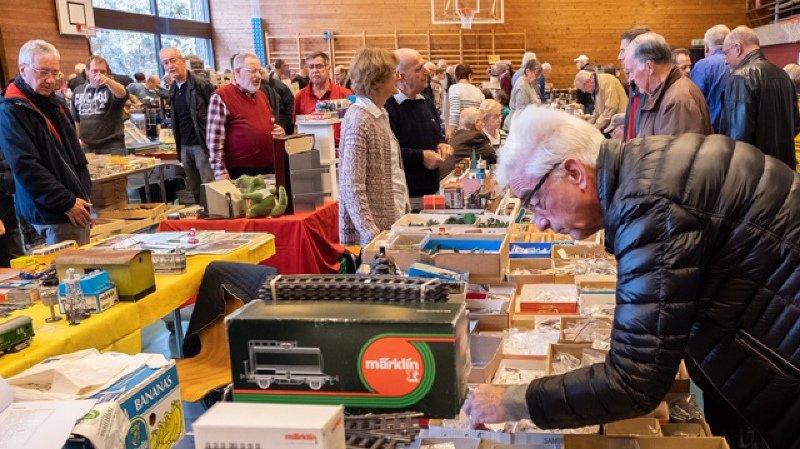 Environ 700 personnes à la bourse aux jouets anciens d'Auvernier