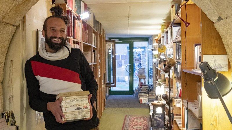 Karim Karkeni a repris la Boutique du livre, à Neuchâtel, avec Stéphane Borel.
