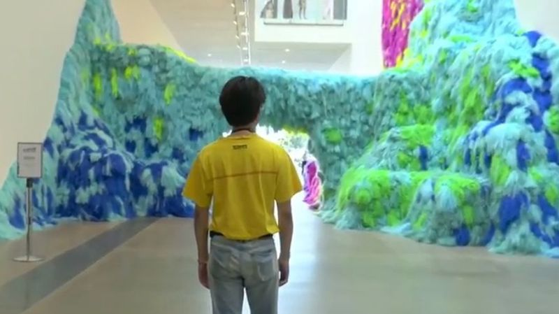 Une artiste islandaise crée des oeuvres atypiques avec des cheveux