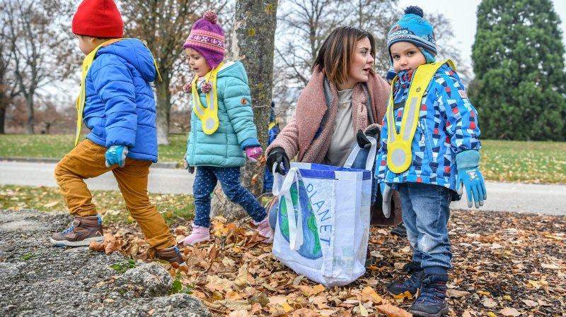 """A quatre ans, ils sont déjà des """"archéologues des déchets"""" dans les rues de Neuchâtel"""