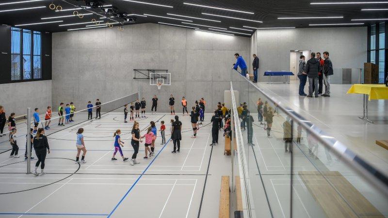 Des enfants de Corcelles-Cormondrèche ont partagé un entraînement avec les volleyeuses du NUC ce jeudi après-midi dans la nouvelle halle de gymnastique Juliette.