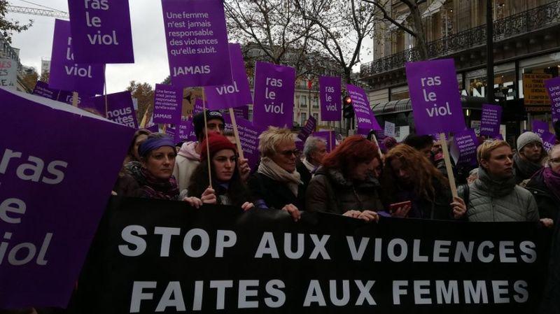 «Ras le viol!»: des milliers de féministes dans la rue à Paris et dans 50 villes
