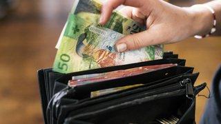 Chaussures, loyer, impôts, assurances...combien gagne et combien dépense un ménage?