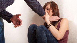 Neuchâtel veut davantage lutter contre les violences domestiques
