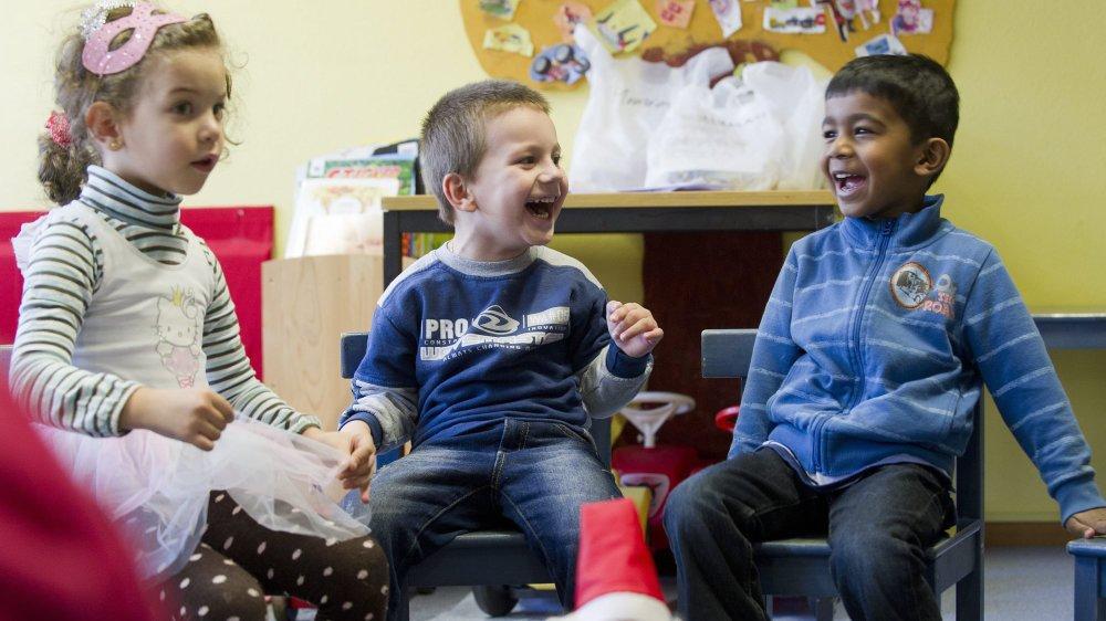La politique neuchâteloise de protection de l'enfance vise désormais à éviter le placement en institution.