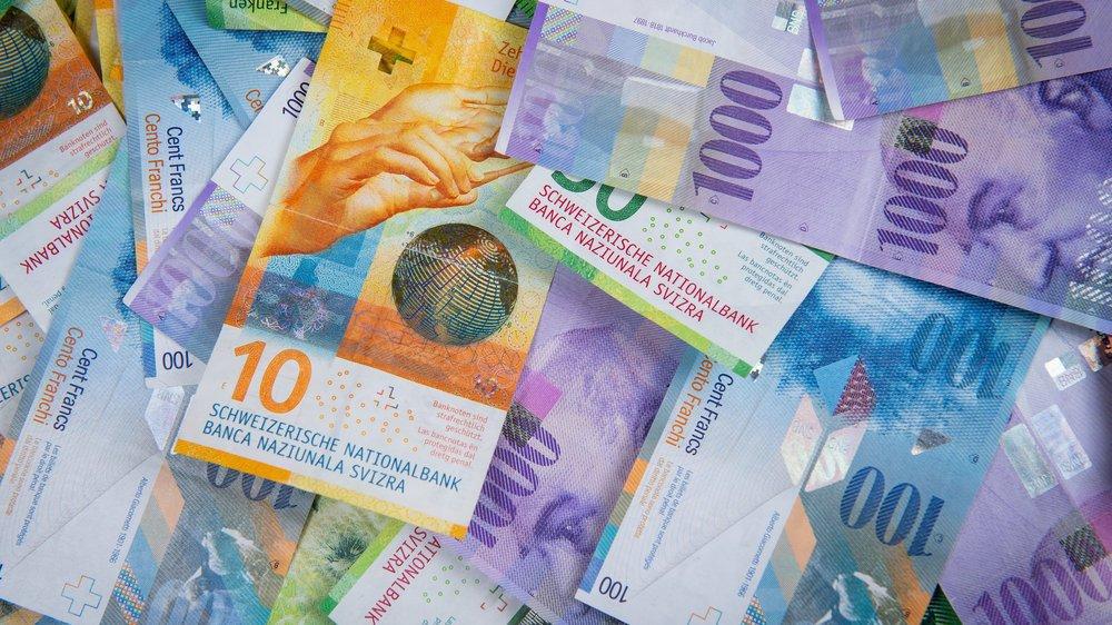 Aux Brenets, lundi soir, que ce soit pour parler de 45 centimes, un million ou d'un déficit de plusieurs centaines de milliers de francs, l'argent a été au centre des débats. Tout comme les places bleues.