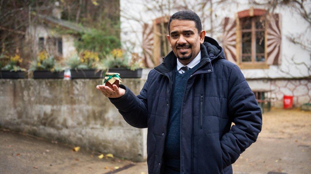 Hussam Al Sallami est fier de présenter le miel de jujubier de son pays, le Yémen.