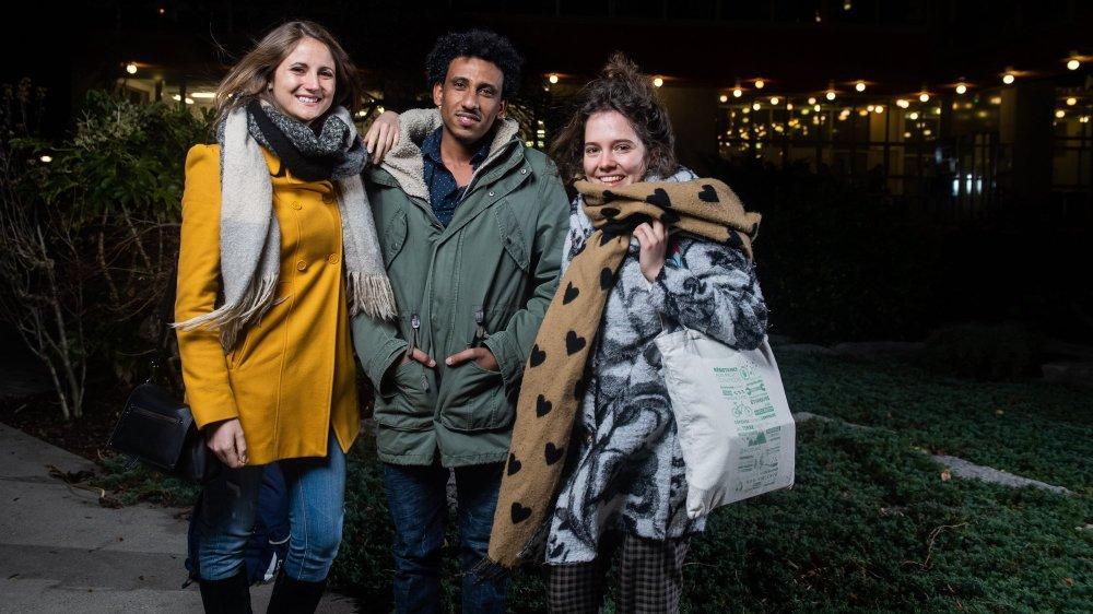 Calliope Immer et son binôme érythréen Dawid Mulugeta, accompagnés de la présidente de l'association Be-Hôme, Mathilde Marendaz (à droite).