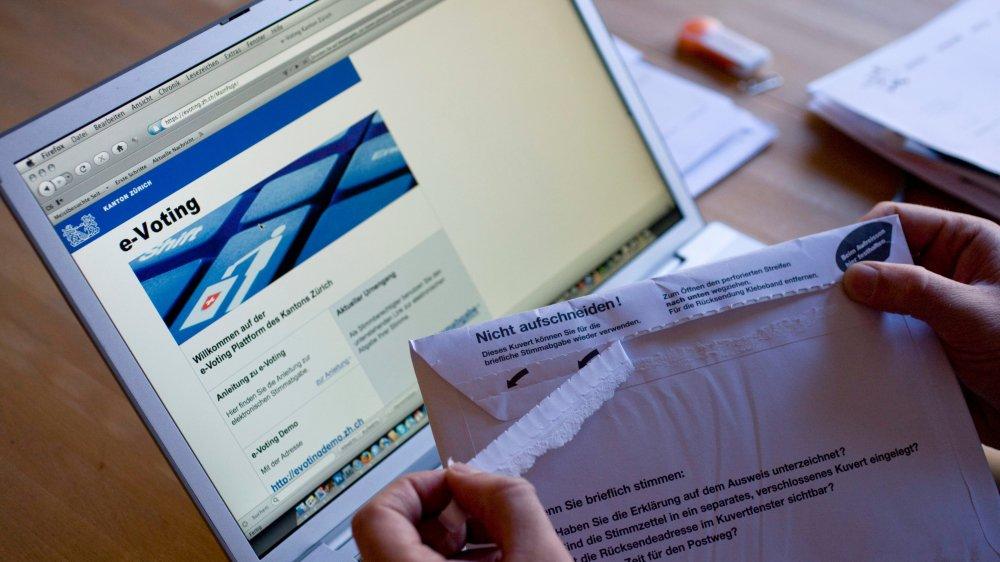 Pour l'ancien conseiller national Jean Christophe Schwaab (PS/VD), «le vote électronique marque la fin du contrôle de la démocratie  par les citoyens».