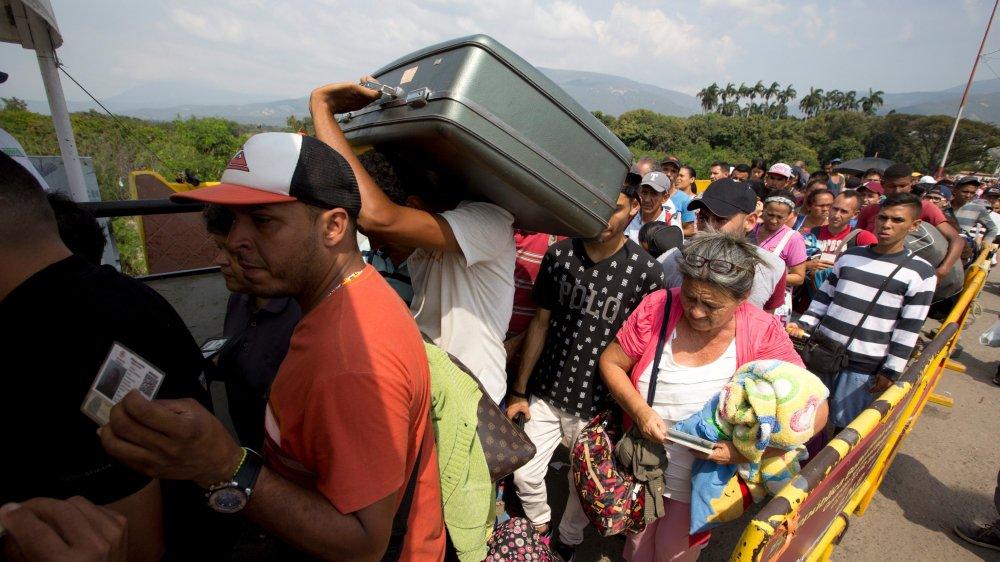 Alors que le Venezuela traverse une terrible crise, forçant ses habitants à l'exil, certains de ses ex-dirigeants mènent la grande vie aux Etats-Unis, avec leur argent déposé dans des banques suisses.