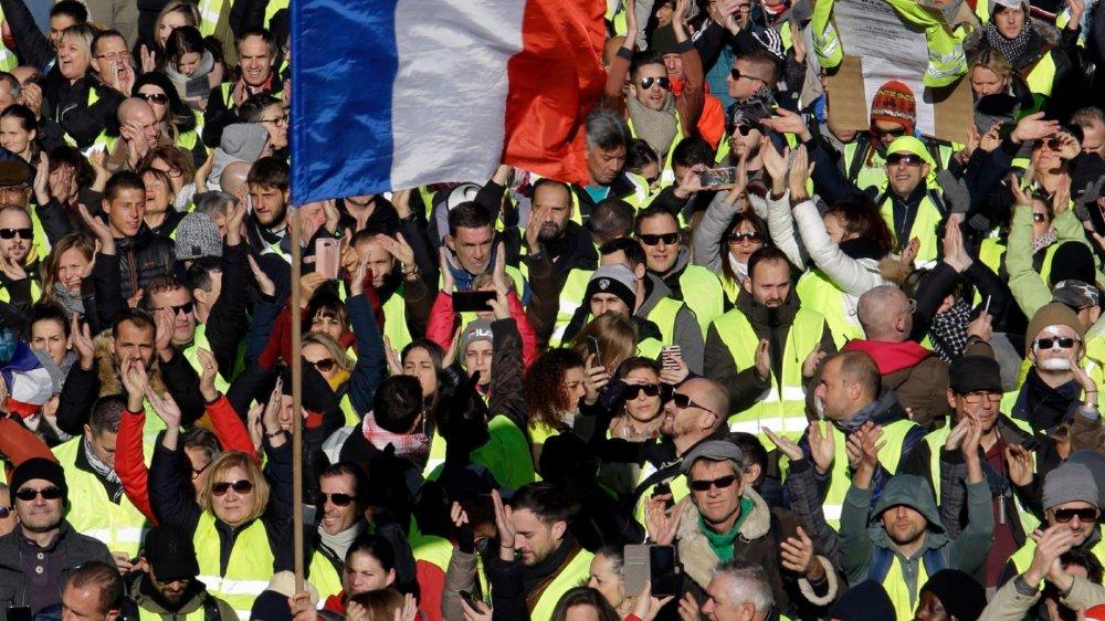 Une partie des gilets jaunes demandent un référendum d'initative citoyenne, soit ce que l'on appelle, en Suisse, une initative populaire, dans le but de se réapproprier «leur» démocratie.
