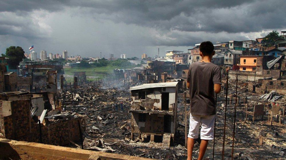 A Manaus, près de 150 familles ont tout perdu...