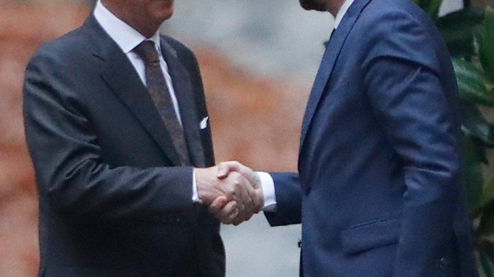Le roi Philippe Ier (à gauche) a accepté, hier, la démission de Charles Michel.