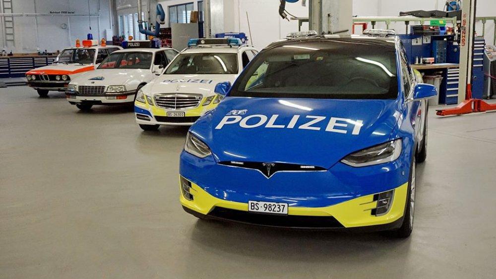 Une Tesla de la police bâloise.