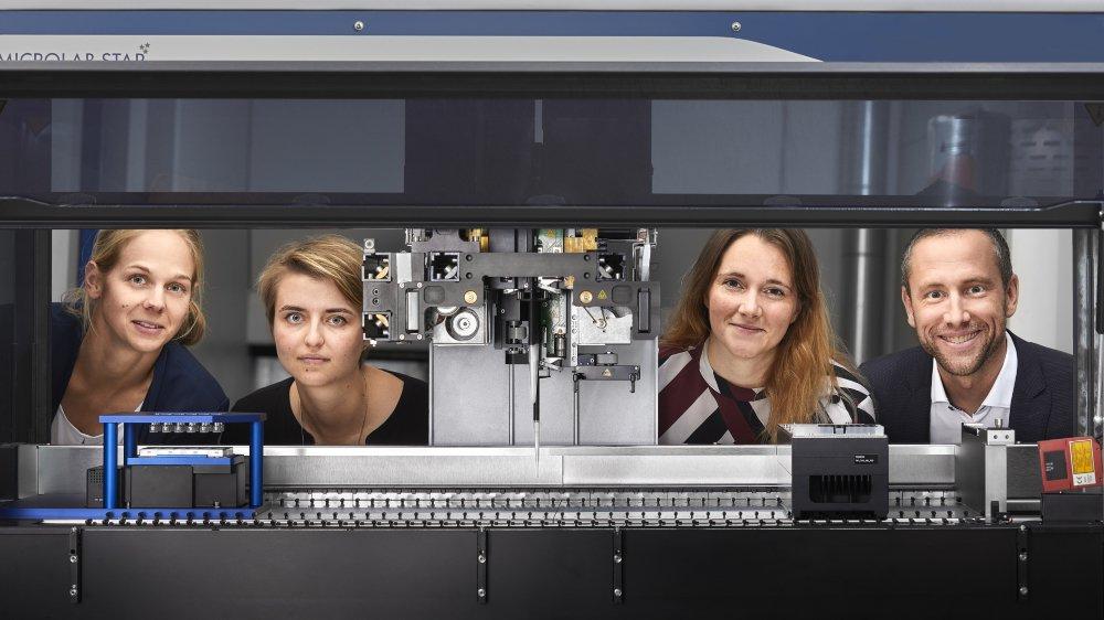 De gauche à droite: Nathalie Brandenberg (Sun Bioscience), Sarah Heub (CSEM), Sylke Hoehnel (Sun Bioscience), et Gilles Weder (CSEM).