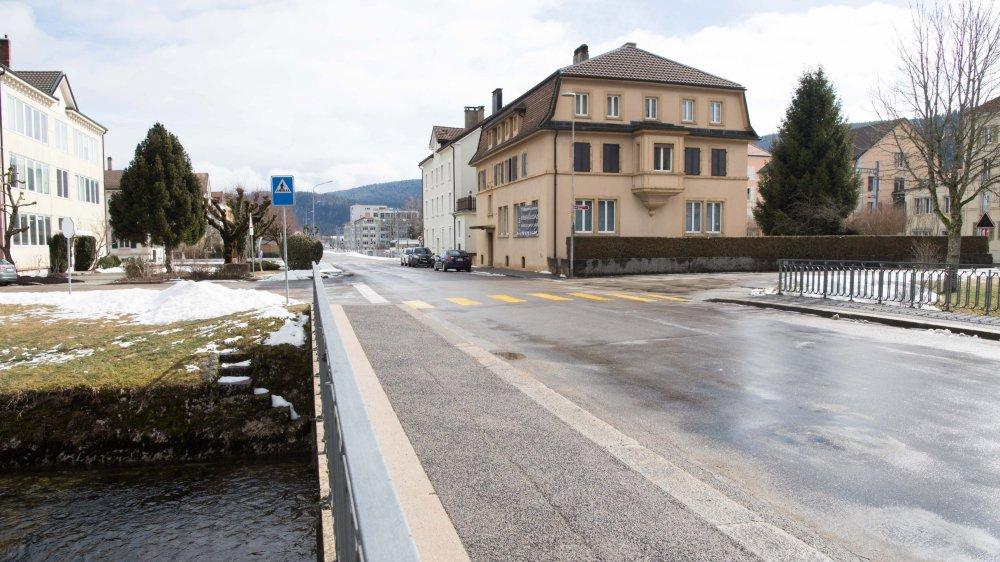 L'automobiliste a renversé le vieil homme à proximité de ce carrefour, à Fleurier.