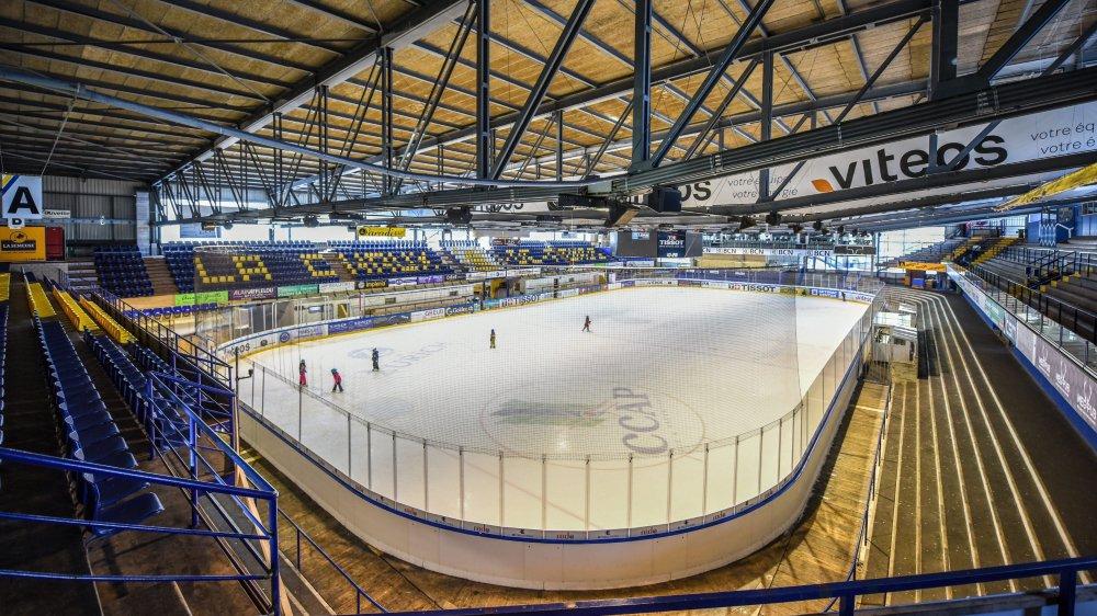 La rénovation de la patinoire des Mélèzes devrait passer par un rehaussement du toit afin de créer de nouvelles places assises.