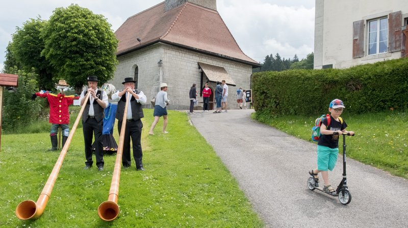 Les Planchettes à l'occasion de l'inauguration du dernier sentier des épouvantails autour du village.