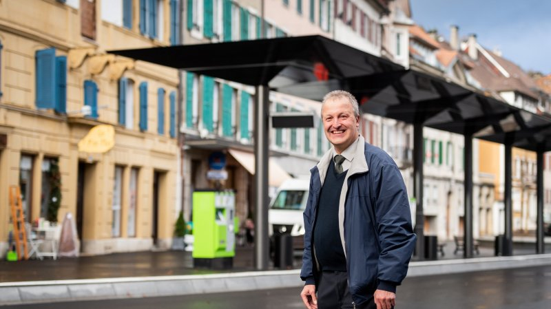 La nouvelle place des bus du Locle vue par le joyeux chauffeur «Joe Friedly»