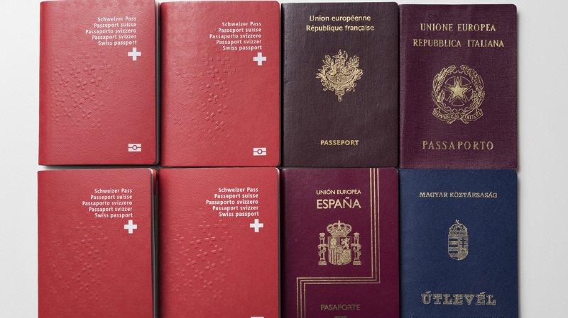 Près d'un Suisse sur quatre possède un autre passeport que le rouge à croix blanche