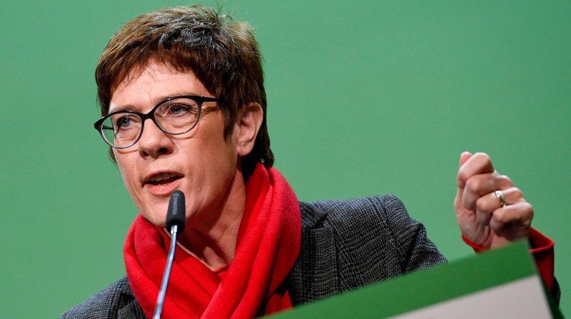 Annegret Kramp-Karrenbauer succède à Angela Merkel à la tête du CDU.