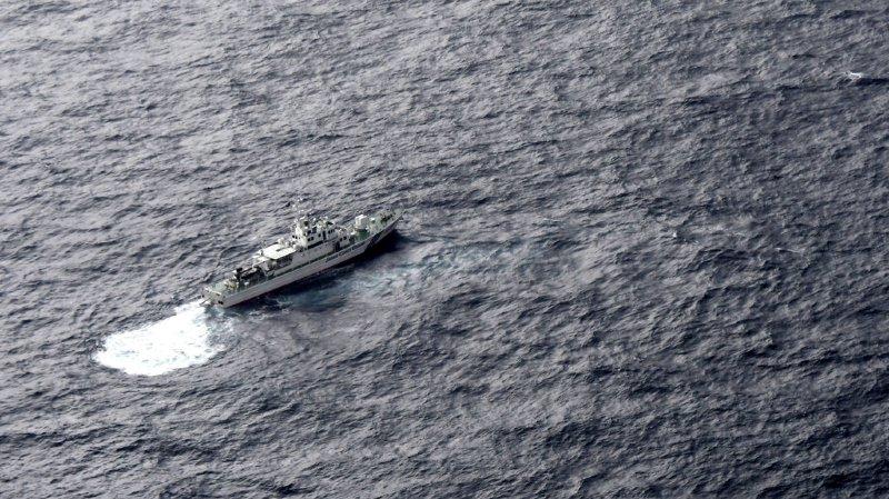 Les gardes côtes japonais en mer en soutien aux recherches des avions militaires américains qui se sont écrasés suite à une collision.