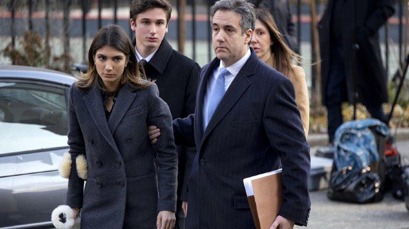 Michael Cohen, à droite au premier plan, a été condamné à une peine plutôt légère.