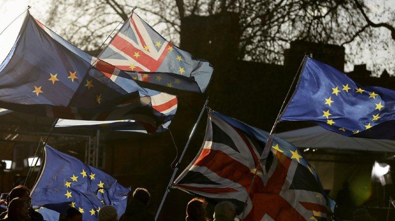 Brexit: quels sont les scénarios après l'échec du vote de défiance contre Theresa May ?