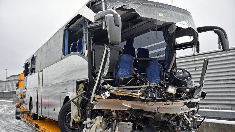 L'accident s'est produit peu avant 4h15. Le bus venait de Gênes et devait se rendre à Düsseldorf.
