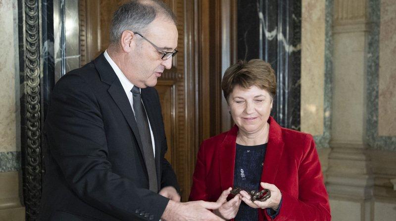 Conseil fédéral: Guy Parmelin remet les clés du DDPS à Viola Amherd