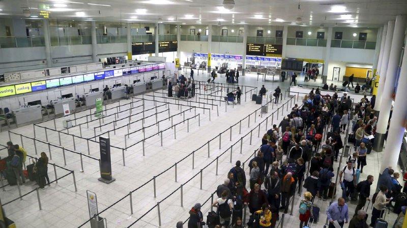 Aéroport de Gatwick bloqué par des drones: le couple arrêté libéré sans inculpation, l'enquête reprend