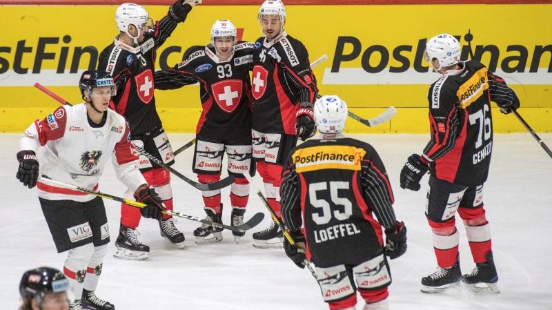 Le bloc formé par Denis Hollenstein (à gauche), Lino Martschini, Noah Rod, Romain Loeffel et Joël Genazzi  a particulièrement brillé hier soir à Lucerne.