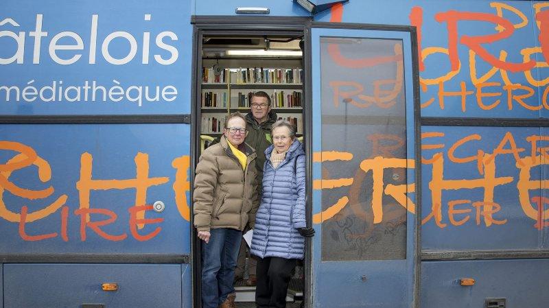 Marie-Louise Rosselet, Jean-Michel Bühler et Berthe-Hélène Balmer (de g. à d.), membres du comité d'initiative, espéraient un effet moratoire pour le maintien du Bibliobus à Val-de-Ruz en 2019.