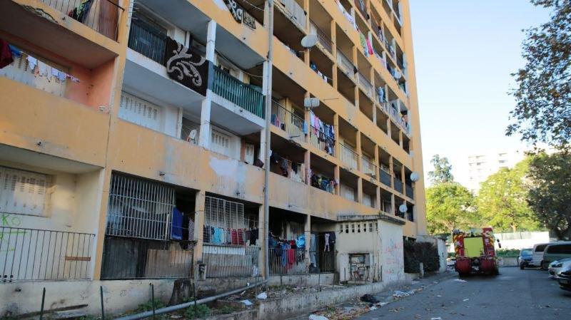 Marseille: une barre d'immeuble vétuste et dangereuse évacuée