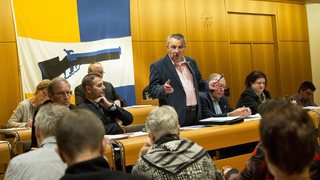 Le Conseil communal de Peseux ne démissionnera pas. Il mènera normalement les négociations de fusion
