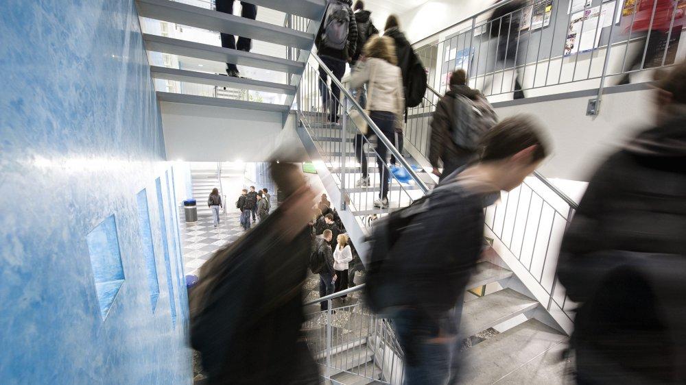 Une cinquantaine de jeunes obtiennent chaque année leur CFC dans l'une des quatre filières techniques condamnées. Ici les couloirs du Cifom, au Locle.