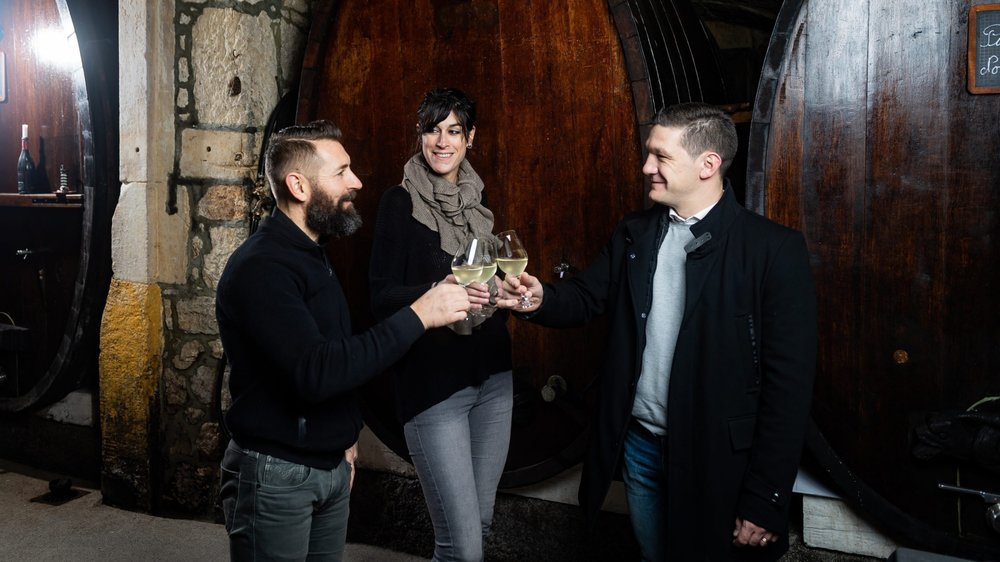 Nos trois dégustateurs, de gauche à droite: Fabrice Pigrais, de la Vinothèque de la Charrière, Marie Linder, œnologue indépendante, et Neftali Marquez, de l'hôtel Palafitte.