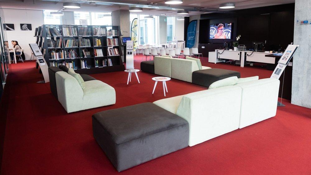 Le Carré bleu est un espace dédié à la culture et aux nouvelles technologies. Il se veut convivial.