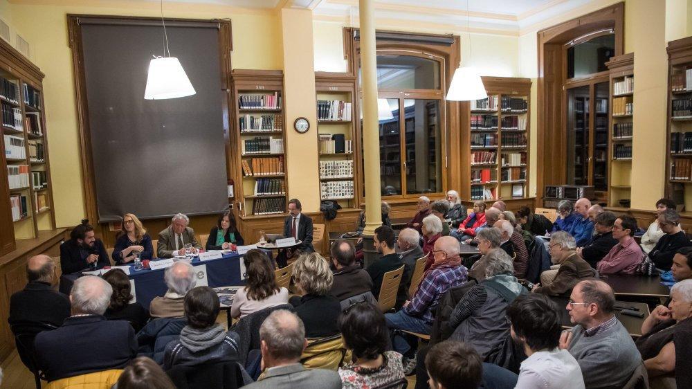 Une centaine de personnes ont participé au café scientifique.
