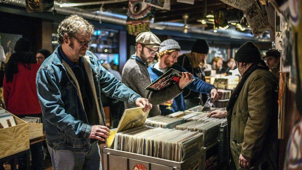 Vingt-huit vendeurs venus de toute la Suisse étaient présents samedi à Neuchâtel pour la deuxième édition de la foire aux disques.