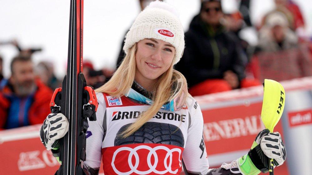 Mikaela Shiffrin sourit après une victoire. Une image habituelle depuis quelques années...