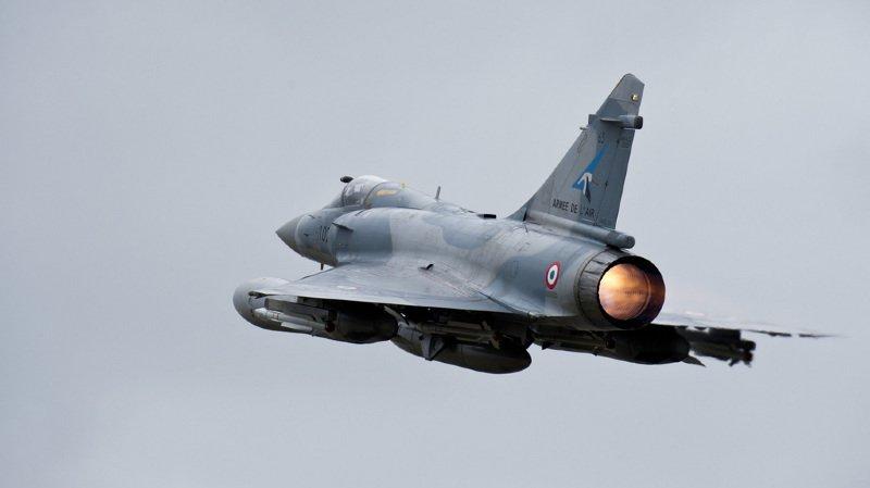 Crash d'un Mirage dans le Haut-Doubs: des débris et un parachute retrouvés